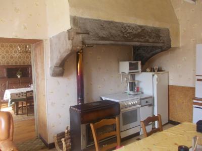 Secteur Sellières, vends belle maison en pierres de 1813, 5 pièces, 125m² sur 6000m² terrain clos, cuisine avec cheminée