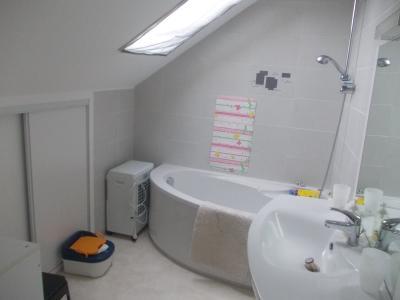 Secteur Chaussin, vends ferme reconditionnée de 7 pièces, 159m², dépendances sur terrain  de 4780 m², salle de bain étage