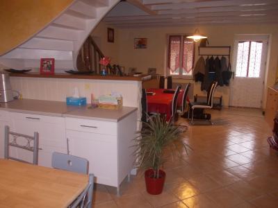 Secteur Chaussin, vends ferme reconditionnée de 7 pièces, 159m², dépendances sur terrain  de 4780 m², sur séjour