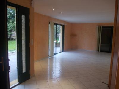 Secteur Chaussin, vends belle maison (2002 ) de 7 pièces, 120m², 2 garage sur 2300m² de terrain clos, idem avec entrée