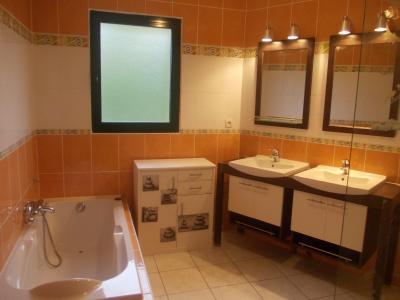 Secteur Chaussin, vends belle maison (2002 ) de 7 pièces, 120m², 2 garage sur 2300m² de terrain clos, salle de bain