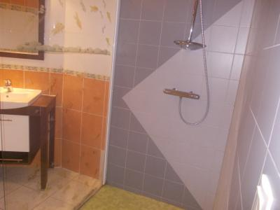 Secteur Chaussin, vends belle maison (2002 ) de 7 pièces, 120m², 2 garage sur 2300m² de terrain clos, douche à l