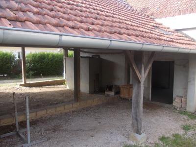 Pierre de Bresse, vends Maison de 140m² et ancienne boulangerie de 200m², sur 1416m² de terrain., Auvent stockage de bois