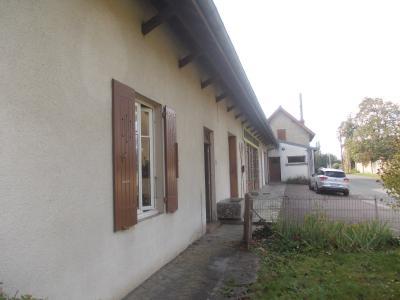 Pierre de Bresse, vends Maison de 140m² et ancienne boulangerie de 200m², sur 1416m² de terrain., vue coté gauche