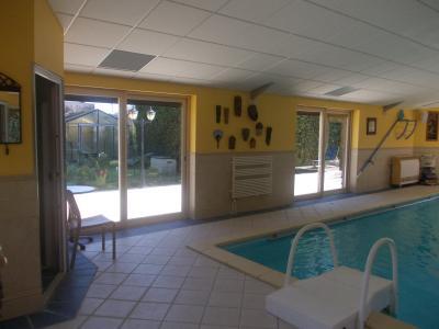 Vends bel ensemble (habitation 290m² et gîte de 158m²) piscine sur 2821m² de terrain clos et arboré., piscine 8 x 4 + sauna