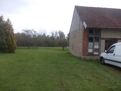 Chaumergy centre,  vends beau terrain à bâtir de 3150m² avec bâtiment agricole de 115m², vue depuis entrée