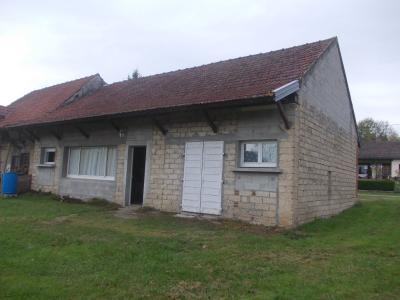 Chaumergy centre,  vends beau terrain à bâtir de 3150m² avec bâtiment agricole de 115m², vue arrière