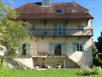 Sect. Cramans, vends grande maison avec gîte 8 + 4 pièces, 140 + 65m² sur 2400m² de terrain clos, vue arrière depuis jardin