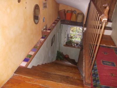 Sect. Cramans, vends grande maison avec gîte 8 + 4 pièces, 140 + 65m² sur 2400m² de terrain clos, accès niveau 1