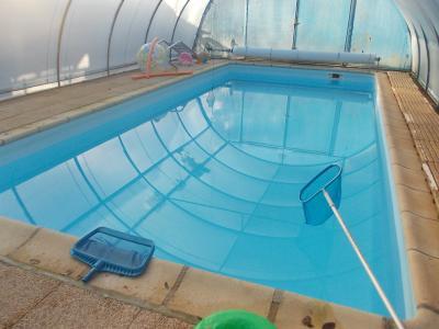Secteur Chaussin vends grande maison de 8 pièces, 141m², piscine sur 3500m² de terrain clos,