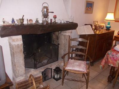 Secteur Dole, vends charmante maison de vigneron de 7 pièces, 108m² sur 500m² de terrain clos, cheminée séjour