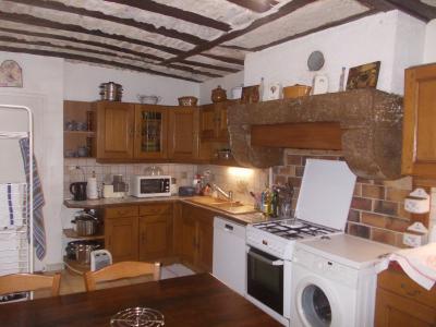Secteur Dole, vends charmante maison de vigneron de 7 pièces, 108m² sur 500m² de terrain clos, cuisine