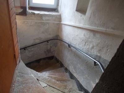 Secteur Dole, vends charmante maison de vigneron de 7 pièces, 108m² sur 500m² de terrain clos, escalier tour