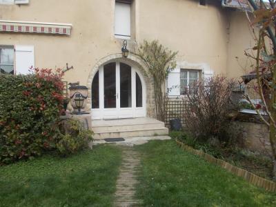 Secteur Dole, vends charmante maison de vigneron de 7 pièces, 108m² sur 500m² de terrain clos, cour avec entrée