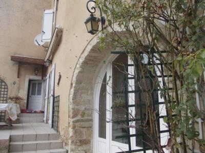 Secteur Dole, vends charmante maison de vigneron de 7 pièces, 108m² sur 500m² de terrain clos, idem avec terrasse