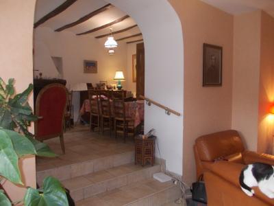 Secteur Dole, vends charmante maison de vigneron de 7 pièces, 108m² sur 500m² de terrain clos, accès séjour