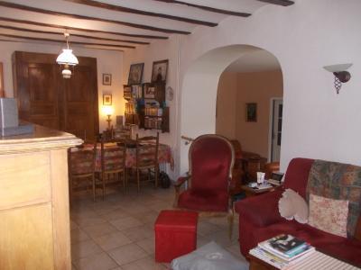 Secteur Dole, vends charmante maison de vigneron de 7 pièces, 108m² sur 500m² de terrain clos, séjour