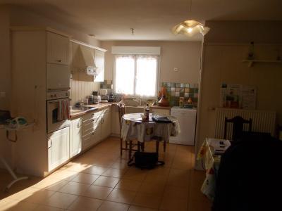 MONT SOUS VAUDREY (39380) A VENDRE  maison récéente POUR INVESTISSEURS  rendement de 5,95% brut., vue cuisine depuis séjour