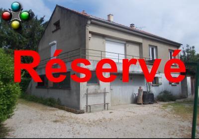 Secteur Chaussin vends maison de 5 pièces 85m², terrain clos de 1500m² avec 60m² de dépendances.,