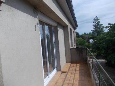 Secteur Chaussin vends maison de 5 pièces 85m², terrain clos de 1500m² avec 60m² de dépendances., balcon