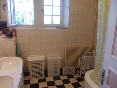Chaumergy, à vendre ancienne ferme restaurée de 8 pièces, 240m² sur 5093m² de terrain clos., salle de bain