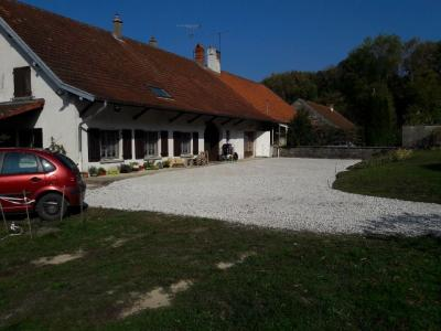 Chaumergy, à vendre ancienne ferme restaurée de 8 pièces, 240m² sur 5093m² de terrain clos., vue longitudinale