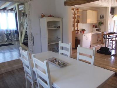 Secteur Chaussin, vends agréable maison de 6 pièces, véranda, 180m² sur 500m² de terrain clos, salon/séjour 50m²