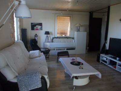 Secteur Chaussin, vends agréable maison de 6 pièces, véranda, 180m² sur 500m² de terrain clos, salon