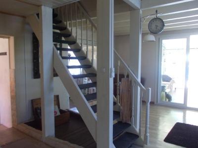 Secteur Chaussin, vends agréable maison de 6 pièces, véranda, 180m² sur 500m² de terrain clos, accès étage