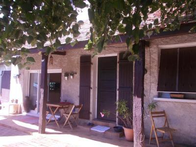 Secteur Chaussin, vends agréable maison de 6 pièces, véranda, 180m² sur 500m² de terrain clos, coté droit