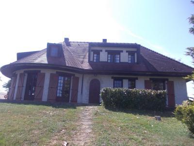 Proche Chaussin, vends belle maison de 7 pièces, 135m², dépendances sur 4800m² de terrain arboré, vue de face