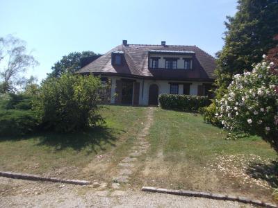 Proche Chaussin, vends belle maison de 7 pièces, 135m², dépendances sur 4800m² de terrain arboré, depuis entrée