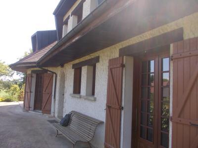 Proche Chaussin, vends belle maison de 7 pièces, 135m², dépendances sur 4800m² de terrain arboré, de droite sur terrasse