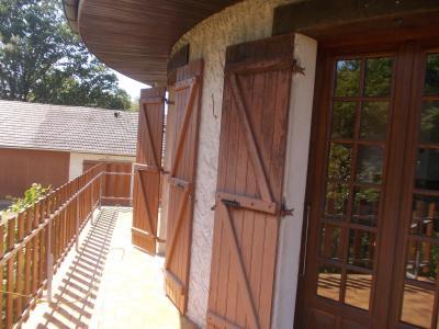 Proche Chaussin, vends belle maison de 7 pièces, 135m², dépendances sur 4800m² de terrain arboré, terrasse salon/séjour