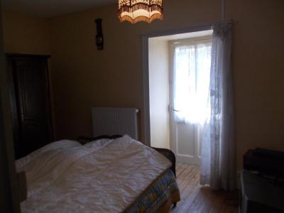 Sellières centre, à vendre maison en pierres de 5 pièces, 120m² habitables avec grande cave voutée., chambre avec balcon 3