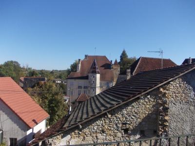 Sellières centre, à vendre maison en pierres de 5 pièces, 120m² habitables avec grande cave voutée., vue sur chateau 2