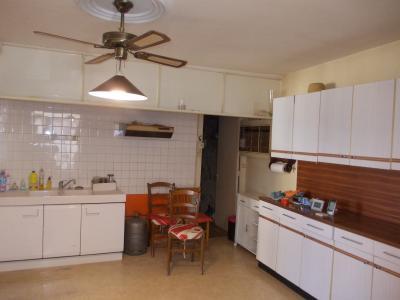 Sellières centre, à vendre maison en pierres de 5 pièces, 120m² habitables avec grande cave voutée., cuisine