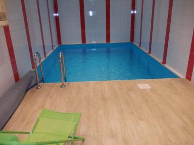 Salins les Bains vends belle maison de pierres, 5 pièces, 130m², dépendances sur 1200m² de terrain., piscine intérieure chauffée