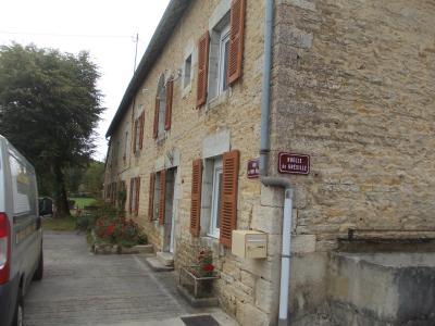 Salins les Bains vends belle maison de pierres, 5 pièces, 130m², dépendances sur 1200m² de terrain., coté droit