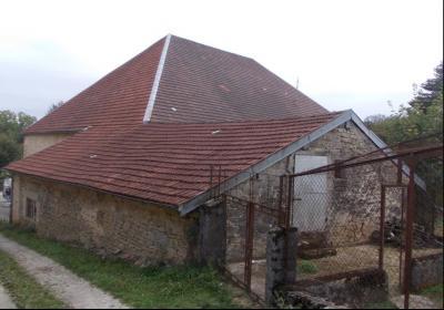 Salins les Bains vends belle maison de pierres, 5 pièces, 130m², dépendances sur 1200m² de terrain., vue arrière avec pigeonnier