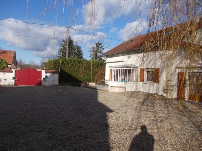 Chaussin à vendre confortable maison de 6 pièces, 170m², dépendances sur 12500m² de terrain clos., coté droit