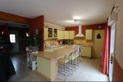 Mouchard, belle maison récente de 5 pièces, 110m², piscine, terrasse sur 1000m² de terraln clos., entrée maison