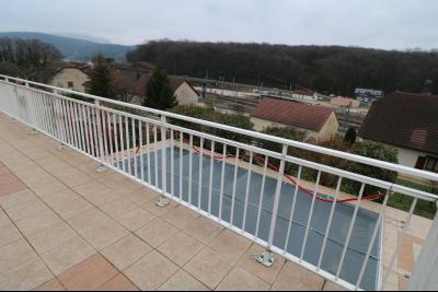 Mouchard, belle maison récente de 5 pièces, 110m², piscine, terrasse sur 1000m² de terraln clos., piscine