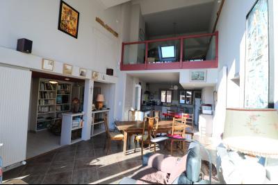 Chaumergy, à vendre très agréable maison de 7 pièces, 179m² sur 10060m² de terrain clos., depuis véranda vue sur mezzanine