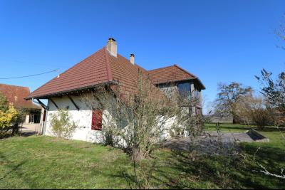 Chaumergy, à vendre très agréable maison de 7 pièces, 179m² sur 10060m² de terrain clos., vue de gauche