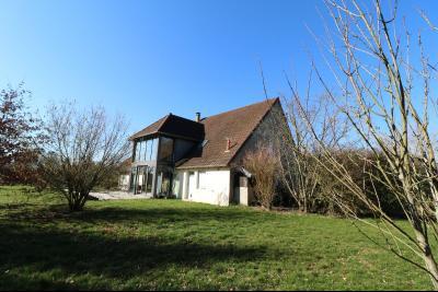 Chaumergy, à vendre très agréable maison de 7 pièces, 179m² sur 10060m² de terrain clos., vue de droite