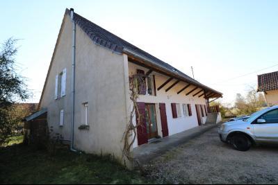 Chaumergy, à vendre très agréable maison de 7 pièces, 179m² sur 10060m² de terrain clos., vue gauche