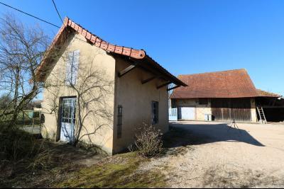 Chaumergy, à vendre très agréable maison de 7 pièces, 179m² sur 10060m² de terrain clos., four à pain et dépendance grange