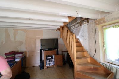 Secteur Chaussin, vends ancienne ferme de 7 pièces, 180m² , dépendances sur 2 hecatres de terrain., accès étage