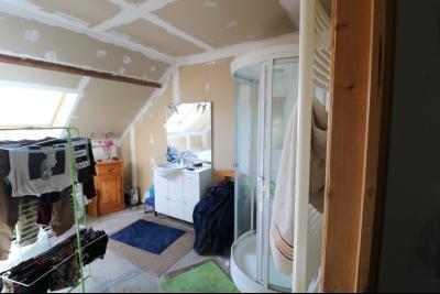 Secteur Chaussin, vends ancienne ferme de 7 pièces, 180m² , dépendances sur 2 hecatres de terrain., salle de bain et douche